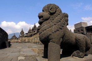 2592450-indonesia-java-borobudur-temple
